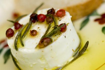 fromage frais à l'huile d'olive, baies et aneth